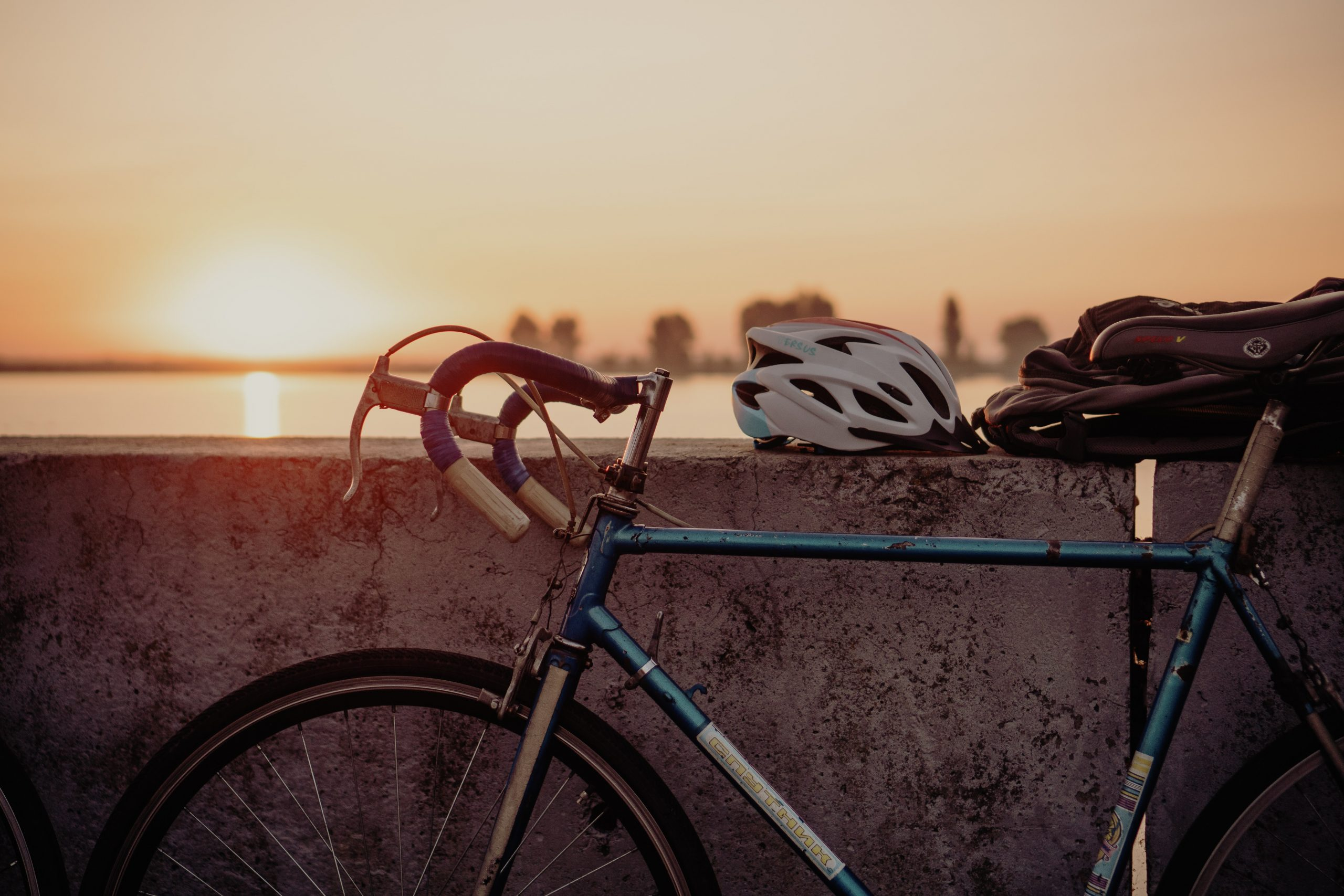 Vistas del atardecer desde tu bicicleta.